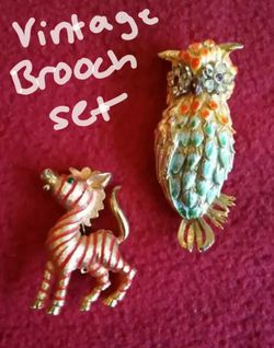 Vintage gold brooch set for Sale in League City,  TX