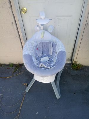 Frisher price swing and a Halo swivel sleeper for Sale in St. Petersburg, FL