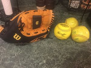 """Wilson A2581 model softball glove 13"""" like new with over size pocket. Comes with 3 softballs for Sale in Plainfield, IL"""