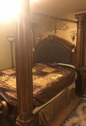 King Sized Bed Canopy Frame for Sale in Mukilteo, WA
