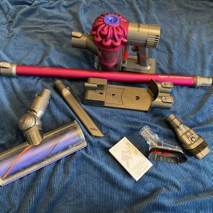 🔥 Dyson V6 Motorhead+ Plus Cordless Vacuum Cleaner Fuchsia W/ Extra Tools + Wall Mount for Sale in Coopersburg, PA