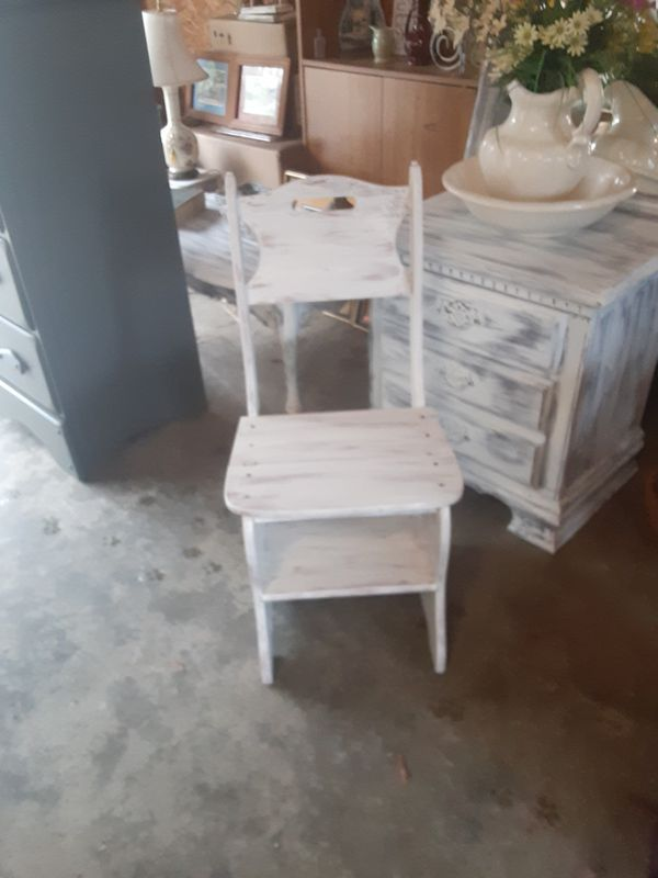 Chair that turn into step ladder