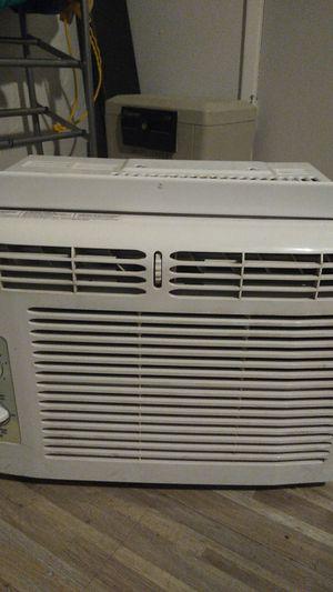 Frigidaire window AC unit for Sale in Glendale, AZ