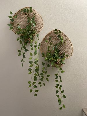 Vintage rattan plant holder set with faux vines for Sale in Henderson, NV