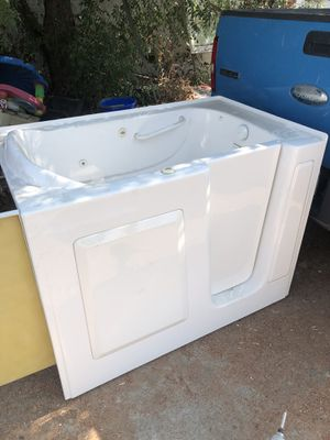 Walk in tub only no pump for Sale in Pomona, CA