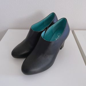 Shoes Heel Leather Womens Size 37 or 7 for Sale in Everett, WA