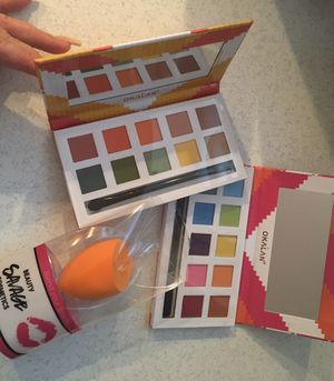 Okalan eyeshadow palette bundle + free gift for Sale in Burbank, IL