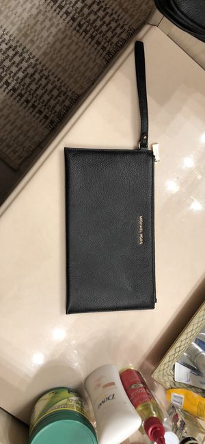 Michael kors wristlet new condition for Sale in Gaithersburg, MD