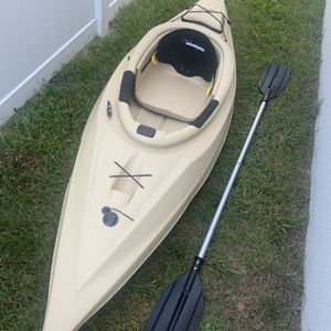 Kayak With Roof Rack And Paddle for Sale in Clermont, FL
