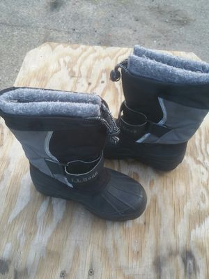 Snow boot for kids size 4 for Sale in Lynn, MA