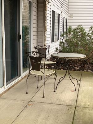 Glass Table and chair set. for Sale in Groveport, OH
