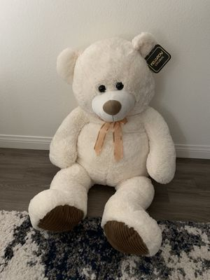 BRAND NEW BIG TEDDY BEAR W TAGS for Sale in Fremont, CA