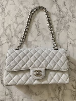 White Chanel Medium double flap in Caviar for Sale in Torrance, CA