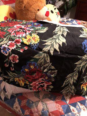 King size comforter for Sale in Roanoke, VA