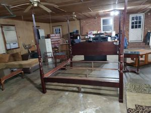 BEAUTIFUL NAME BRAND KING SIZE BEDROOM SET for Sale in Julian, NC