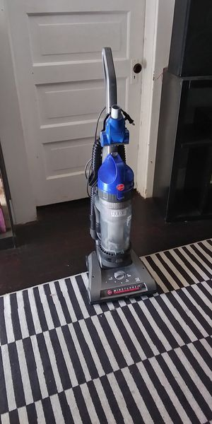 Hoover WindTunnel high-capacity vacuum for Sale in Fresno, CA