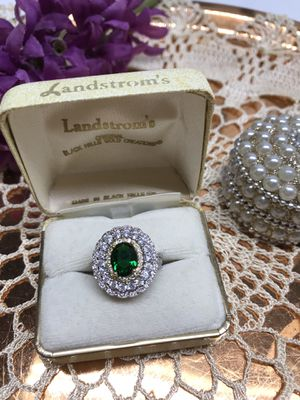Gorgeous!!! Emerald oval cut gemstone white sapphire Ring Sz7 for Sale in Itasca, IL