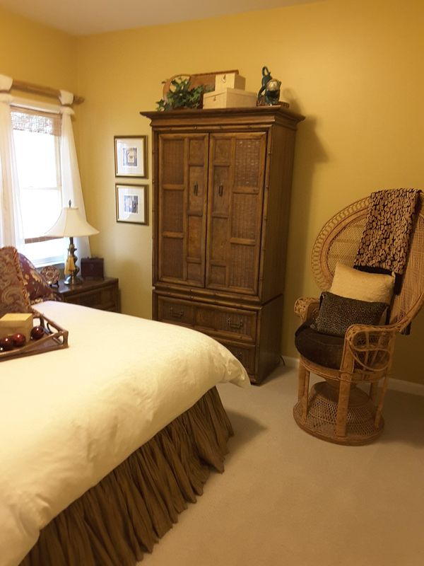 TOMMY BAHAMA STYLE BEDROOM SUIT WITH QUEEN SIZE MATTRESS & BOX SPRING