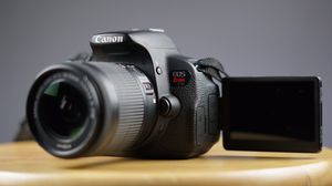 Canon EOS Rebel T5i DSLR EF-S 18-55 IS STM Kit + TWO Extra Batteries and Variable ND Filter for Sale in Cleveland, OH