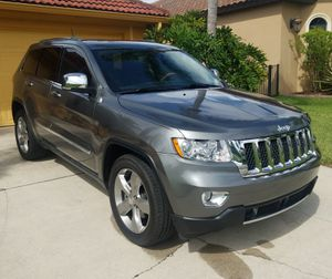 2011 Jeep Grand Cherokee Overland 5.7 Hemi fully loaded for Sale in Chicago, IL