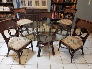 Table and chairs set for Sale in Palm Bay, FL