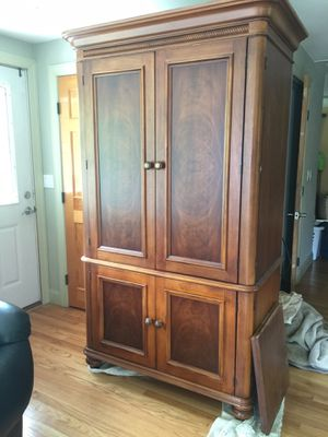 Wardrobe Cabinet made by Hooker Furniture. Has pull out drawers below. Above for hanging cloths of removal shelf. This is made in USA abd real high q for Sale in North Attleborough, MA