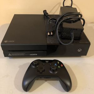 Xbox One With Controller for Sale in Mechanicsburg, PA