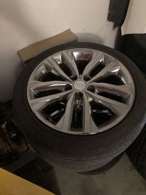18in Kia chrome wheels for Sale in Lancaster, CA
