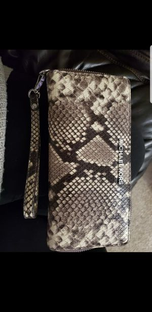 Michael kors wristlet for Sale in Crest Hill, IL