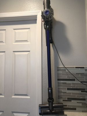 Dyson V6 cordless vacuum for Sale in Los Angeles, CA