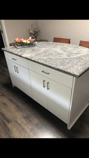 Kitchen Cabinets With Granite Countertops for Sale in Woodland Hills, CA