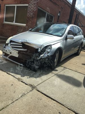 R 500 Mercedes Benz auto parts and all parts for sale for Sale in Cleveland, OH