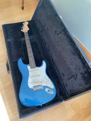Fender Stratocaster early 90s with case for Sale in Encinitas, CA