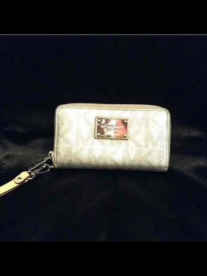 Small Michael Kors wallet for Sale in Pittsburgh, PA