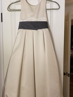 Flower Girl Dress Size 5 for Sale in Redmond,  WA