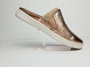 UGG Women Luci Mules Shoes. Rose gold. New in box. Size 7 for Sale in Miami, FL