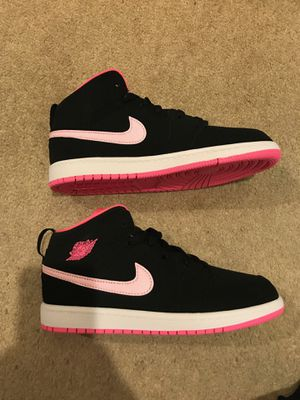 Brand new Nike air Jordan 1 mid Black pink shoes youth 3y for Sale in La Mesa, CA
