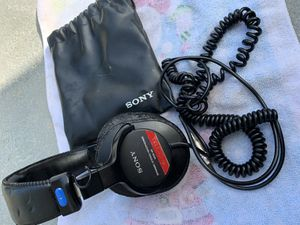 Sony MDR-V6 Studio Monitor Headphones with voice coil for Sale in Redondo Beach, CA