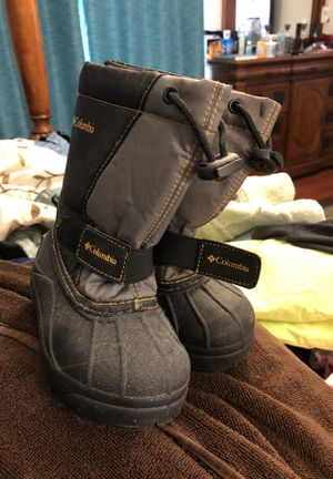 Kids size 9 snow boots for Sale in Chuluota, FL
