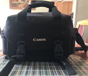 Canon EOS ELAN 7N (NOT DIGITAL) along with detachable 105 millimeter lenses with a detachable 300 millimeter lense millimeters for Sale in Bronx, NY