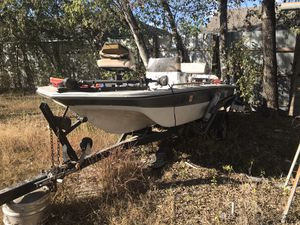 16ft Tahoe middle console boat With Title $1000 for Sale in San Antonio, TX