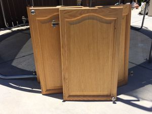4 kitchen cabinets doors 18x29.5 for Sale in Tracy, CA