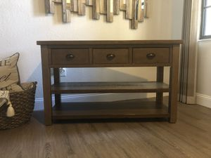 TV Stand/Console Table for Sale in Hialeah Gardens, FL