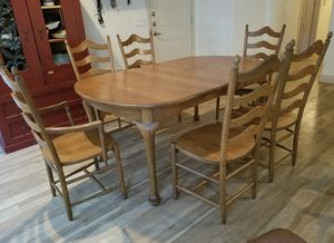 "AMISH MADE- Oak 44"" x 68-110"" Dining room table and six chairs. for Sale in Phoenix, AZ"
