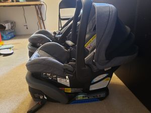 Graco SnugRide SnugLock35 Infant Car Seat With Base for Sale in Colonie, NY