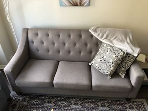 Gray couch for Sale in Chicago, IL