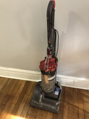 Dyson dc27 vacuum for Sale in Chicago, IL