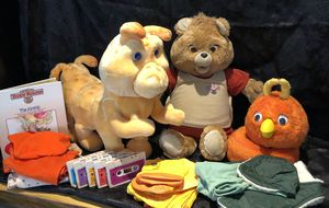 Teddy Ruxpin w/ Grubby, FOB, tapes & outfits for Sale in Warwick, RI