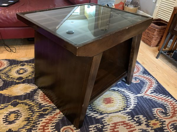 Wooden coffee table / end table