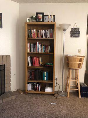 6ft bookshelf for Sale in Modesto, CA